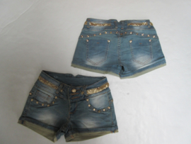Jeans short met goud studjes