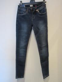 Jeans VS Miss