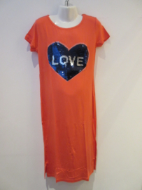 Maxi dress koraal love met splitten