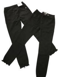 Jeans zwart Monday met rafeltjes onder aan de pijp