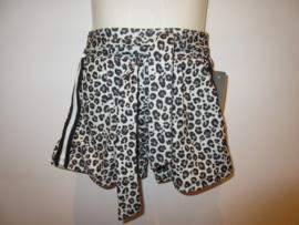 Short leopard print
