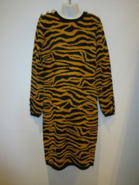 Jurk zebra print geel/zwart gebreid
