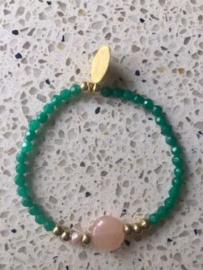 NIEUW - Armband van smaragdgroene jade met rozenkwarts en goudkleurige accenten