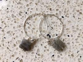 NIEUW - EXCLUSIEF - Zilveren oorringen met hanger van labradoriet