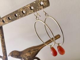 SALE - Goudkleurige grote oorbellen met steenrode hangers