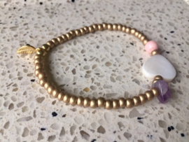 SALE - Armband met amethist, paarlemoeren hart, poederroze koraal en goudkleurig blaadje