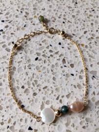 OP BESTELLING - EXCLUSIEF - Armband Blossom gold filled met paarlemoer, agaat en zoetwaterparel