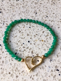SALE- Armband van smaragdgroene jade met goudkleurig metalen hart