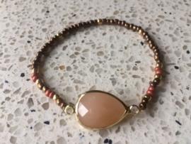 NIEUW - Armband in roesttinten met zalmroze facetgeslepen steen