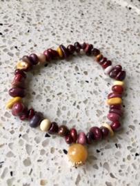 NIEUW - EXCLUSIEF - Armband van edelstenen in roodbruine tinten met gold filled bedel