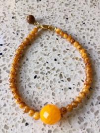 SALE - Armband van gele jade met goudkleurige accenten