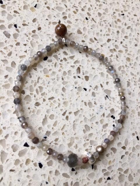 NIEUW - EXCLUSIEF - Armband van labradoriet met echt zilver