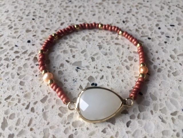NIEUW - Fijn armbandje in roesttinten met facetgeslepen maansteen