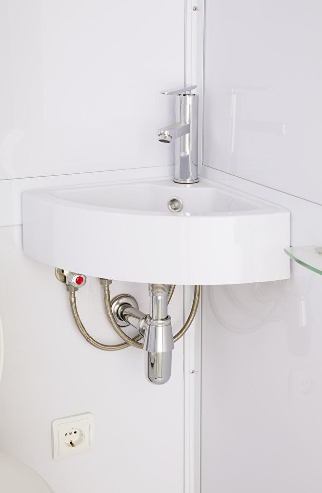 Wasbak professioneel gemonteerd in een douchecabine