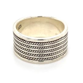 Zilveren ring geoxideerd mt 17,5 x 10 mm