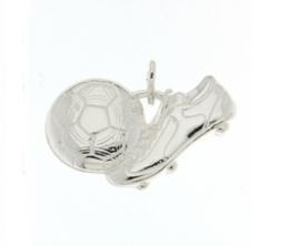Zilveren bedel voetbalschoen met bal groot