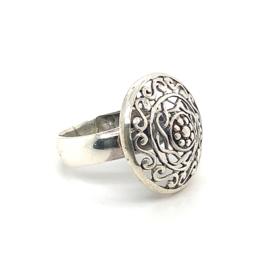 Zilveren ring vrije vorm geoxideerd 17 x 19 mm