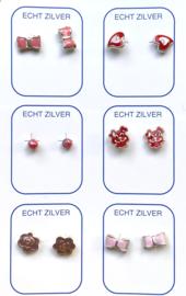 Zilveren oorknopjes variatie roze/rood