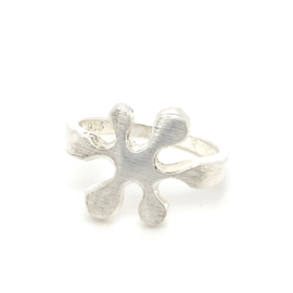 Zilveren ring vrije vorm 16,75 x 16 mm