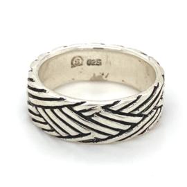 Zilveren ring geoxideerd mt 18,25 x 7 mm