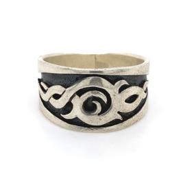 Zilveren ring tribal geoxideerd mt 20,5 x 13 mm