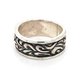 Zilveren ring geoxideerd mt 17 x 8 mm