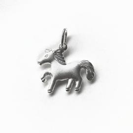 Zilveren bedel paard