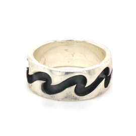 Zilveren ring geoxideerd mt 16,75 - 18,75 x 8 mm