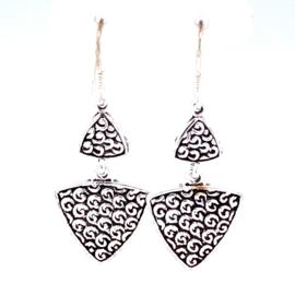 Zilveren oorhangers driehoeken