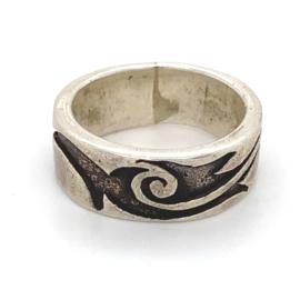 Zilveren ring tribal geoxideerd mt 18 x 7 mm