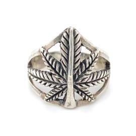 Zilveren ring wietblad mt 18,25 en 19 x 20 mm
