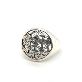 Zilveren ring vrije vorm geoxideerd 17 - 18,5 x 18 mm