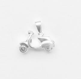 Zilveren bedel scooter