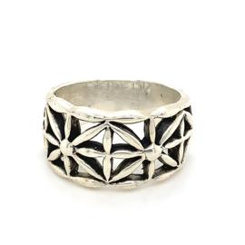 Zilveren ring vrije vorm geoxideerd 17 - 19,5 x 12 mm