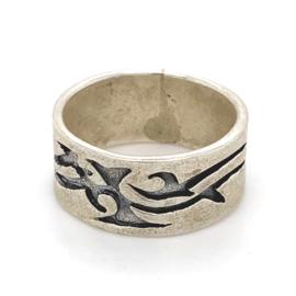Zilveren ring tribal geoxideerd mt 17,75 x 9 mm
