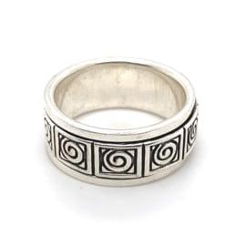 Zilveren ring geoxideerd draaibaar mt 18x 9 mm