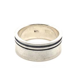 Zilveren ring geoxideerd twee ringen mt 19,25 en 20,5 x 10 mm