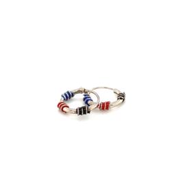 Zilveren creolen blauw rood en zwart 10 mm