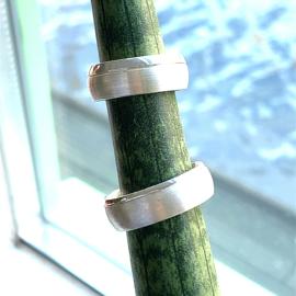 Zilveren ring breed 8mm mt 19 - 20,25