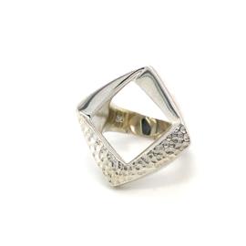 Zilveren ring vrije vorm mt 16,5 - 19 x 24 mm