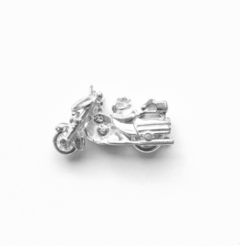Zilveren bedel motor