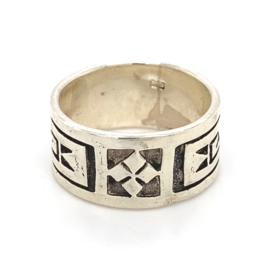Zilveren ring geoxideerd mt 17,75 en 18,5 x 10 mm