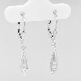 Zilveren oorhangers druppel met zirkonia
