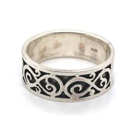 Zilveren ring geoxideerd mt  22,25 x 9 mm