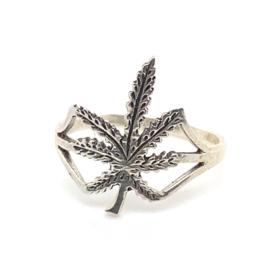 Zilveren ring wietblad mt 15,5 , 16,5 mm