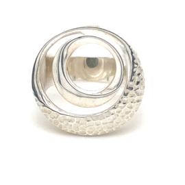 Zilveren ring vrije vorm mt 18,25- 19 x 21 mm
