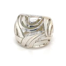 Zilveren ring opengewerkt mt 16,5 x 19 mm