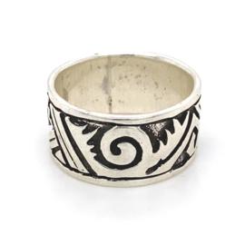 Zilveren ring geoxideerd mt 17,75 x 10 mm