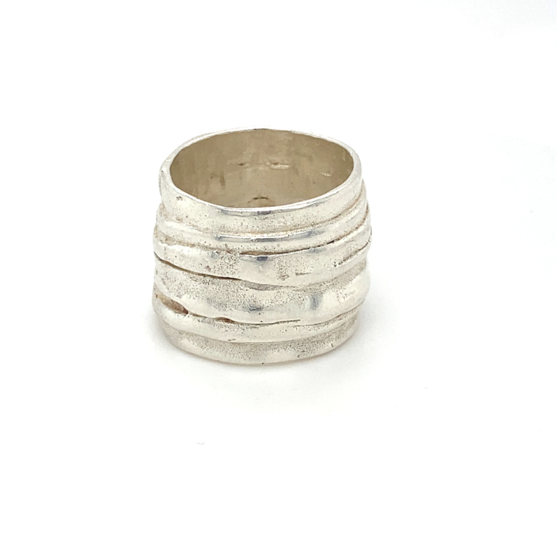 Zilveren ring Italiaans design mt 19 (pasvorm mt 18,5)