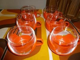 Retro oranje glazen tasjes